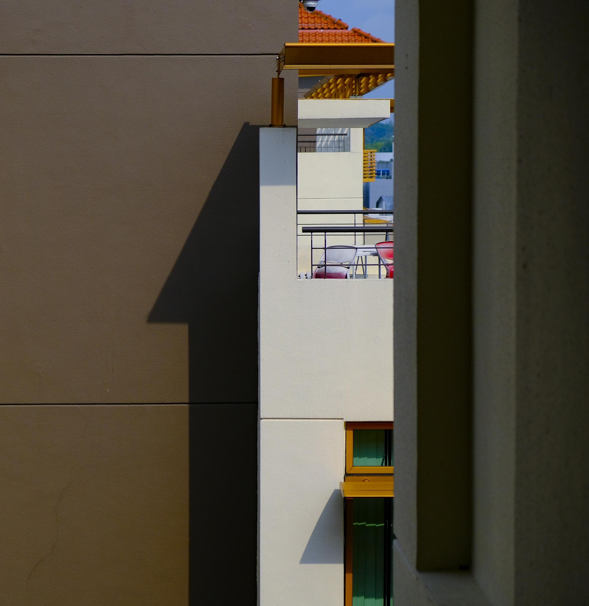 32. corners_and_shadow