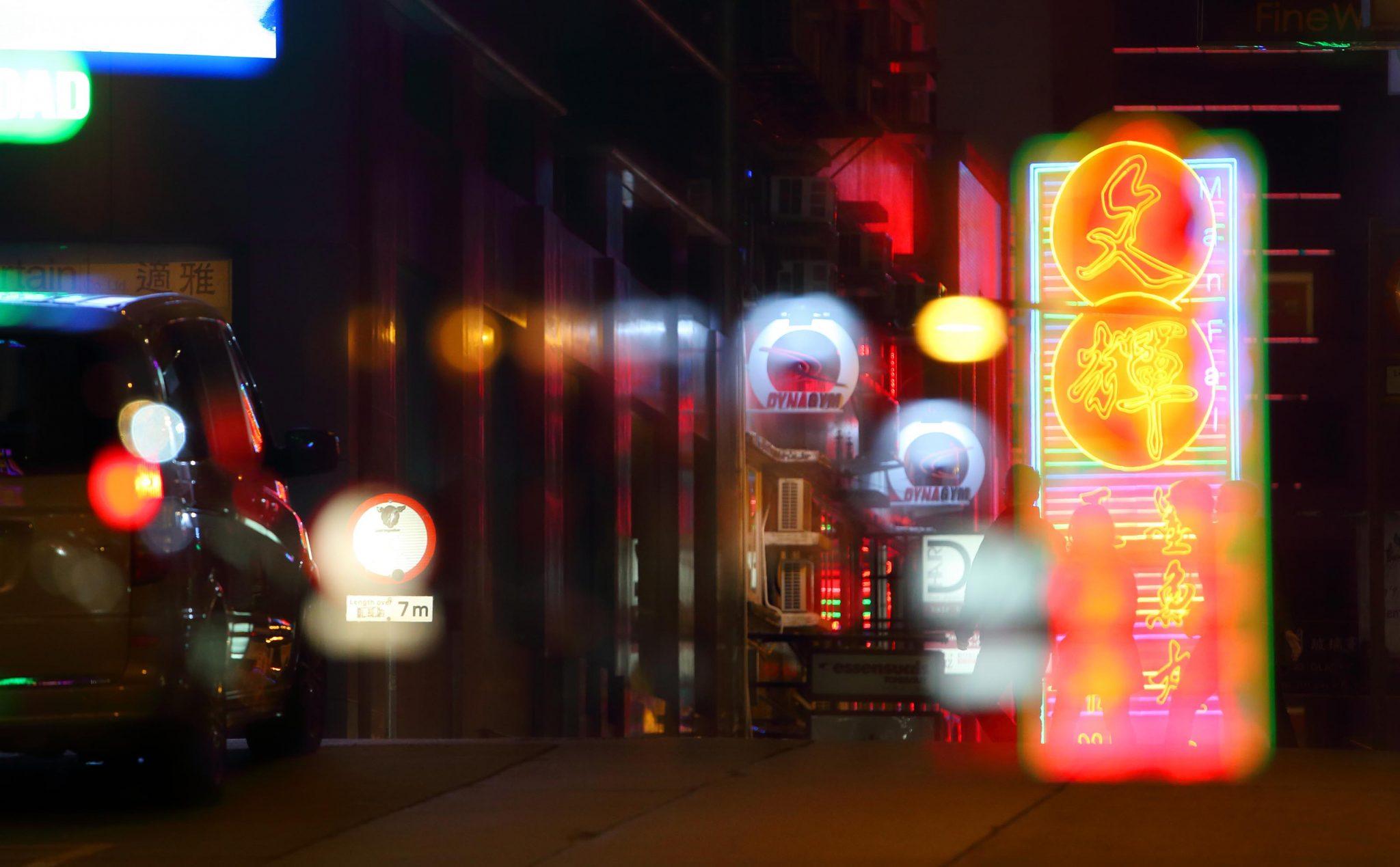 13.SHHaStreet-NeonDUS